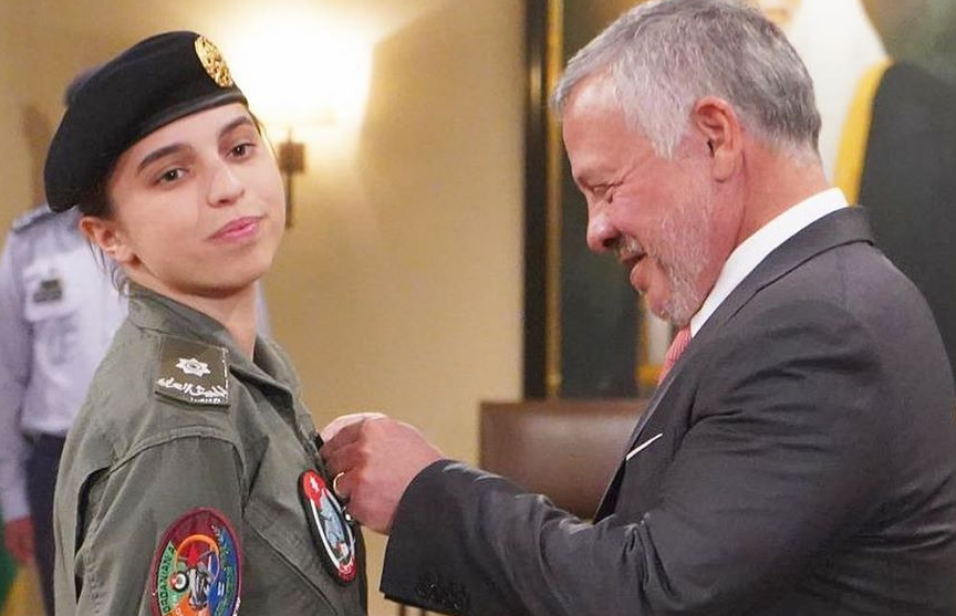 Юная принцесса Иордании стала первой женщиной-пилотом своей страны