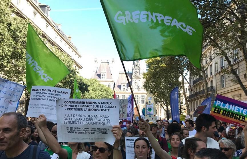 Французы по всей стране устроили протесты против политики в области окружающей среды