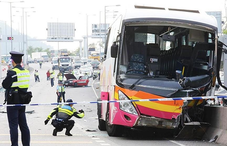 Крупное ДТП в Гонконге: автобус столкнулся с такси, погибли пять человек