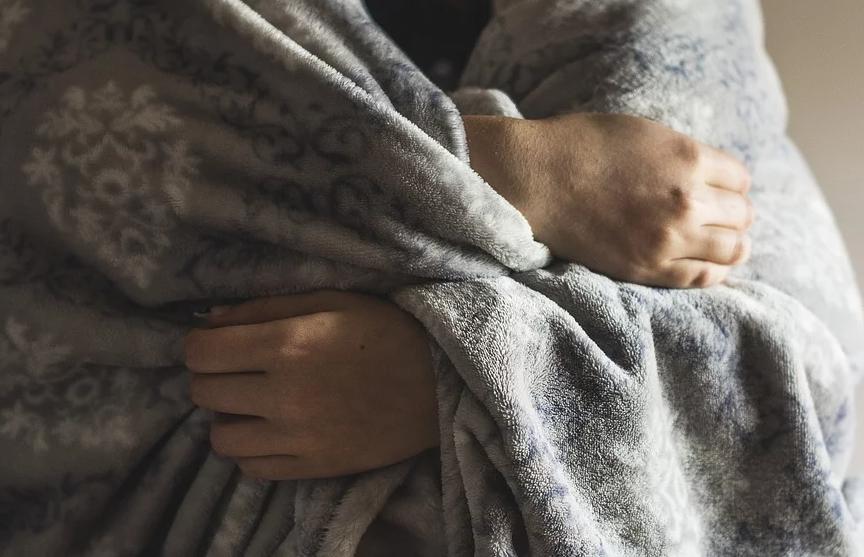 Мужчина отдал дочери последнее одеяло и умер от холода
