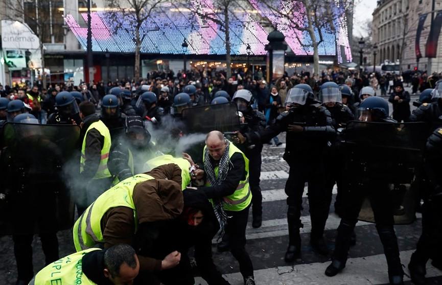 «Жёлтые жилеты» провели 11-ю акцию протеста во Франции: 15 участников задержаны