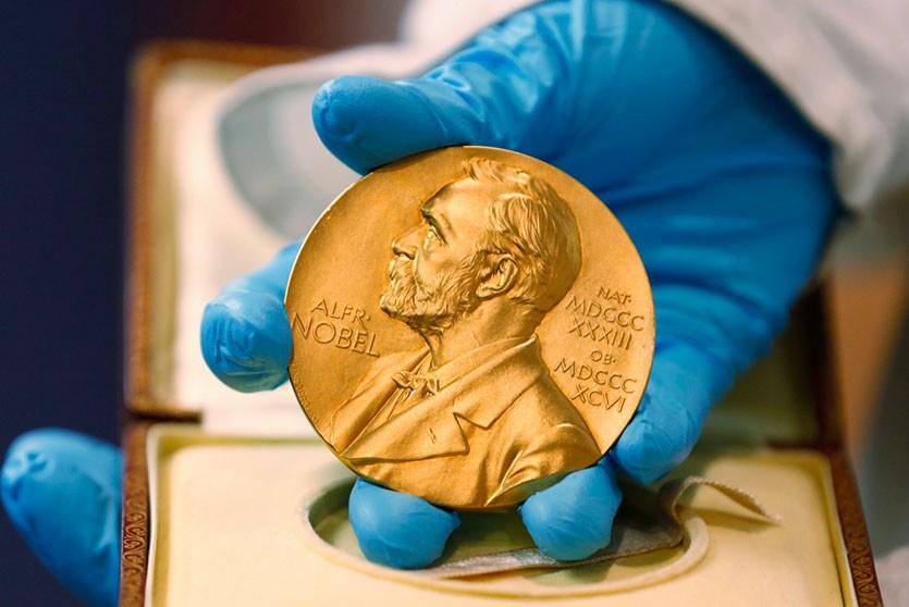 Нобелевскую премию по химии отдадут создателям литий-ионных батарей