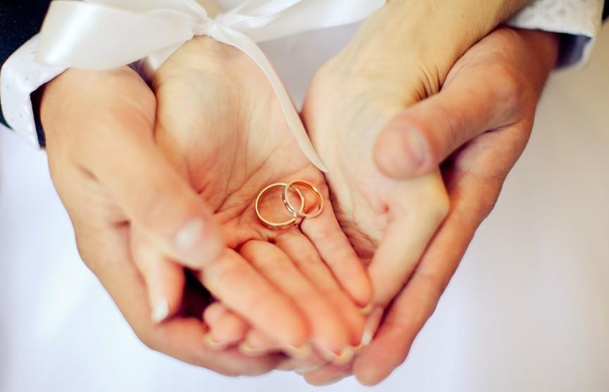 Руки мужчины после свадебной церемонии ошеломили пользователей Сети (ФОТО)