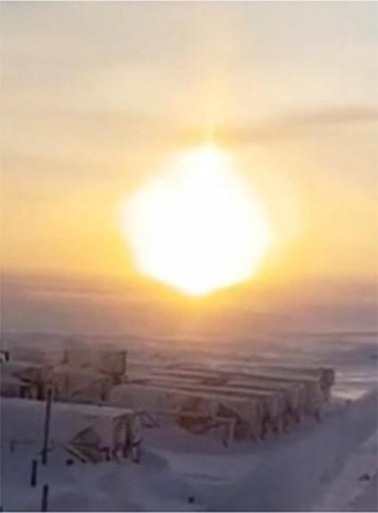 Сразу три солнца осветили небо над Ямалом