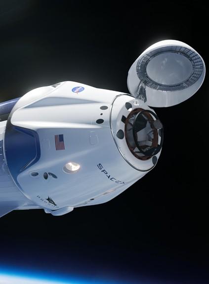 Названы имена туристов, которые полетят на корабле SpaceX к МКС
