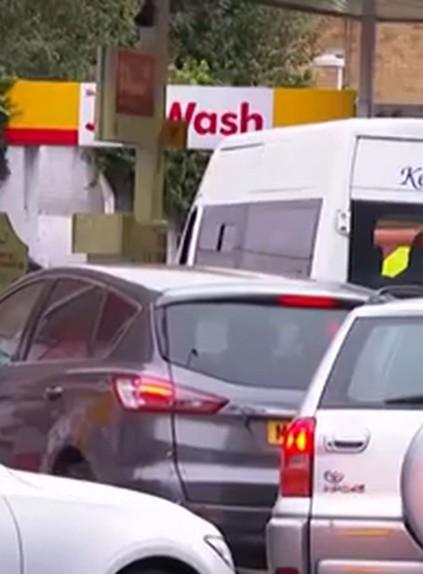 В Британии военные будут развозить топливо