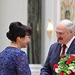 Лукашенко вручил государственные награды  и  генеральские погоны