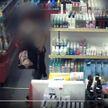 Женщина украла из магазина в Минске бытовую химию на Br500 и продала на рынке (ВИДЕО)