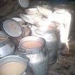 Милиция заглянула в баню жителя Лепельского района: в бочках был явно не шампунь, а из бидонов пахло не гелем для душа