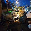 Микроавтобус столкнулся со столбом в Минске