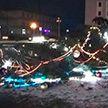 Новогодняя ёлка рухнула на площади в Червене из-за сильного ветра