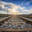 Подросток пересекал ЖД пути в наушниках и попал под поезд в Пинске