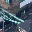 В Японии строительный кран упал на жилые дома
