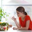 Эксперты рассказали о пользе и вреде питья во время еды