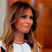 Мелания Трамп в черно-белом платье привела в восторг поклонников