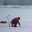 Спасатели предупреждают любителей зимней рыбалки об опасности выхода на лед