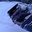В Татарстане «скорая» не смогла подъехать к дому больной женщины из-за заметённой дороги. К машине её доставили в ковше трактора