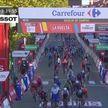 Ирландский велогонщик Сэм Беннетт финишировал первым на девятом этапе «Вуэльты», но получил штраф