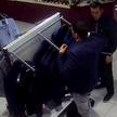 Двое неизвестных обокрали магазин в центре Минска