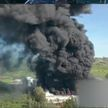 Завод по производству пластмассы горит в Мексике