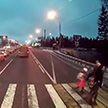 Автомобиль сбил школьницу на переходе, но та чудом выжила (Видео)