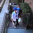 В масках и перчатках: Меган Маркл и принц Гарри впервые замечены на улице в Лос-Анджелесе после переезда из Канады