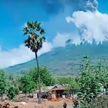 Сильное извержение вулкана в Индонезии попал на видео