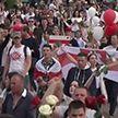 Мирные акции протеста продолжаются в Беларуси: в них участвуют рабочие, медики, деятели культуры