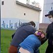 Конфликт из-за белых и красных ленточек произошел в одном из дворов Минска