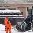 Обильные снегопады в Беларуси: в усиленном режиме работают дорожные службы и ГАИ