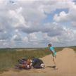 Пьяный отец-бесправник на мотоцикле с двумя детьми пытался скрыться от ГАИ в Гомельском районе (ВИДЕО)