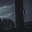 В России две школьницы выпали из окна 17 этажа