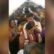 Пара из Индии устроила свадьбу на борту самолета: теперь на них подали жалобу