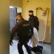 Вопиющий случай в польской Познани: полицейские вывели ксёндза из костёла из-за отсутствия маски
