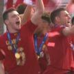 Более 750 тысяч фанатов вышли на улицы Ливерпуля поздравить команду с победой в футбольной Лиге чемпионов