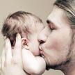 Отец смог ощутить, насколько больно кормить ребенка грудью