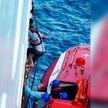 Яхта с людьми затонула в Тихом океане