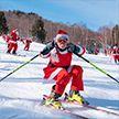 В США сотни горнолыжников на один день стали Санта-Клаусами