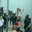 Баррикады и отмена рейсов: протесты в Барселоне вылились в беспорядки