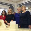 Александр Лукашенко вручил госнаграды многодетным матерям и женщинам, которые добились успехов в профессии