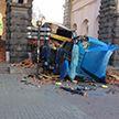 В центре Киева перевернулся грузовик с кирпичами