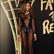 Фотофакт: супермодель Наоми Кэмпбелл вышла на публику без нижнего белья