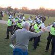 Противники антиковидных ограничений в Лондоне вышли на улицы: пострадали 8 полицейских
