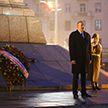 Ильхам Алиев возложил цветы к монументу на площади Победы