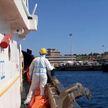 В Италии со спасательного судна высадились более 40 мигрантов