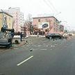 Volkswagen и Jaguar столкнулись в Минске: два человека попали в больницу