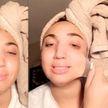 «Больше никогда»: девушка разрыдалась от боли, пытаясь снять маску для лица