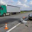 ДТП на М1: столкнулись фура и легковое авто, есть пострадавший