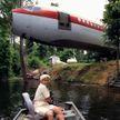 Женщина четыре года прожила в самолете и стала знаменитой