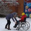 «На Новый год загадаю, чтобы я встал на ноги»: тем, у кого детство случается непростым, помогает акция «Наши дети»